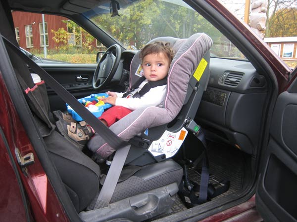Are car seats in front seat safe? | Cat.se