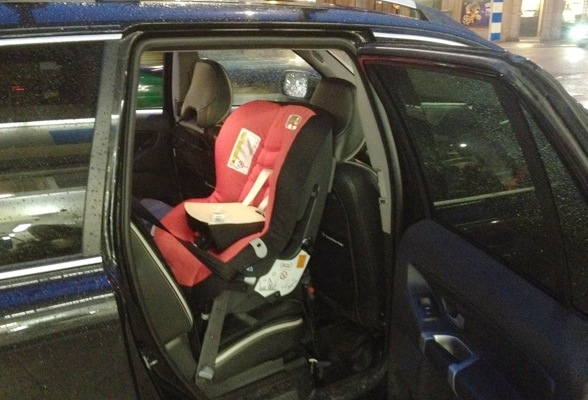 Installing a Swedish rear facing car seat